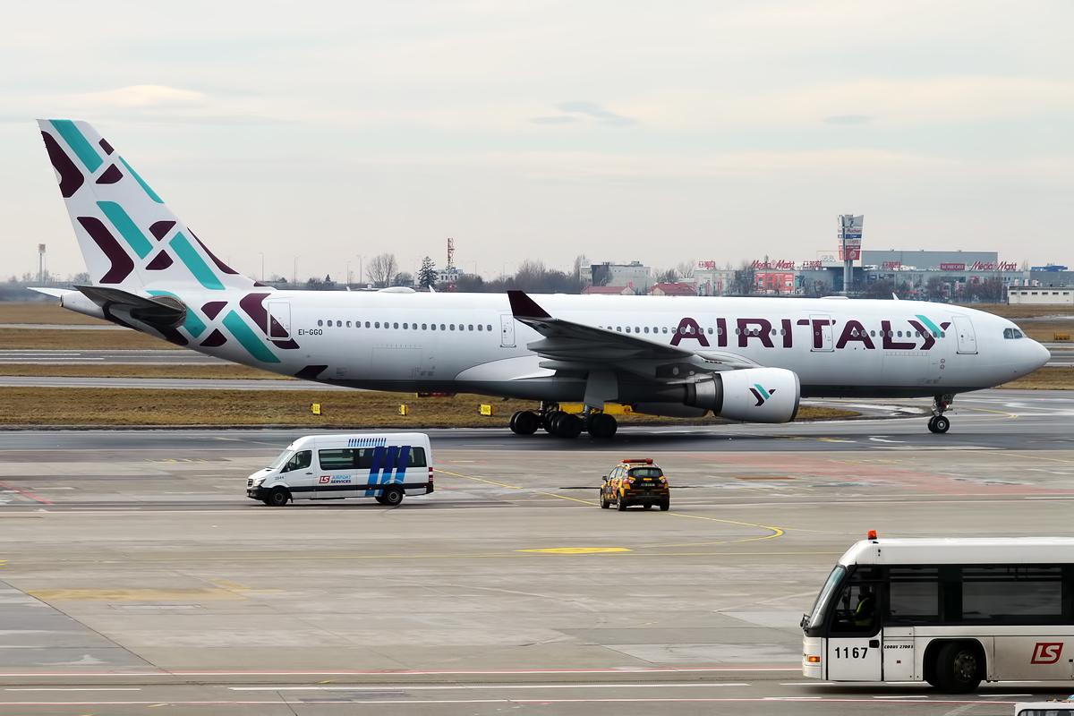 Air_Italy_EI-GGO_Airbus_A330-202_46906571434