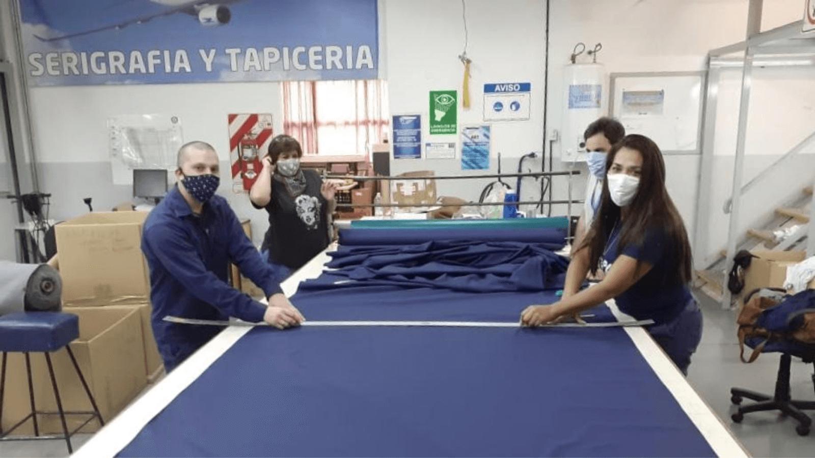 Aerolíneas Argentinas está confeccionando tapabocas para uso del personal y también donará a quienes más los necesiten en el país 7