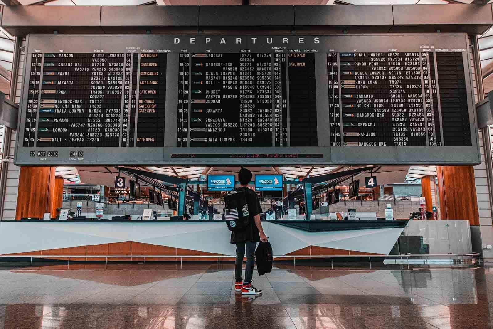departures-airport-aeropuerto-daniel-lim-unsplash