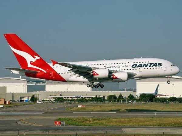 La aerolínea australiana Qantas anuncia que mantendrá en tierra 100 aviones durante al menos un año 1