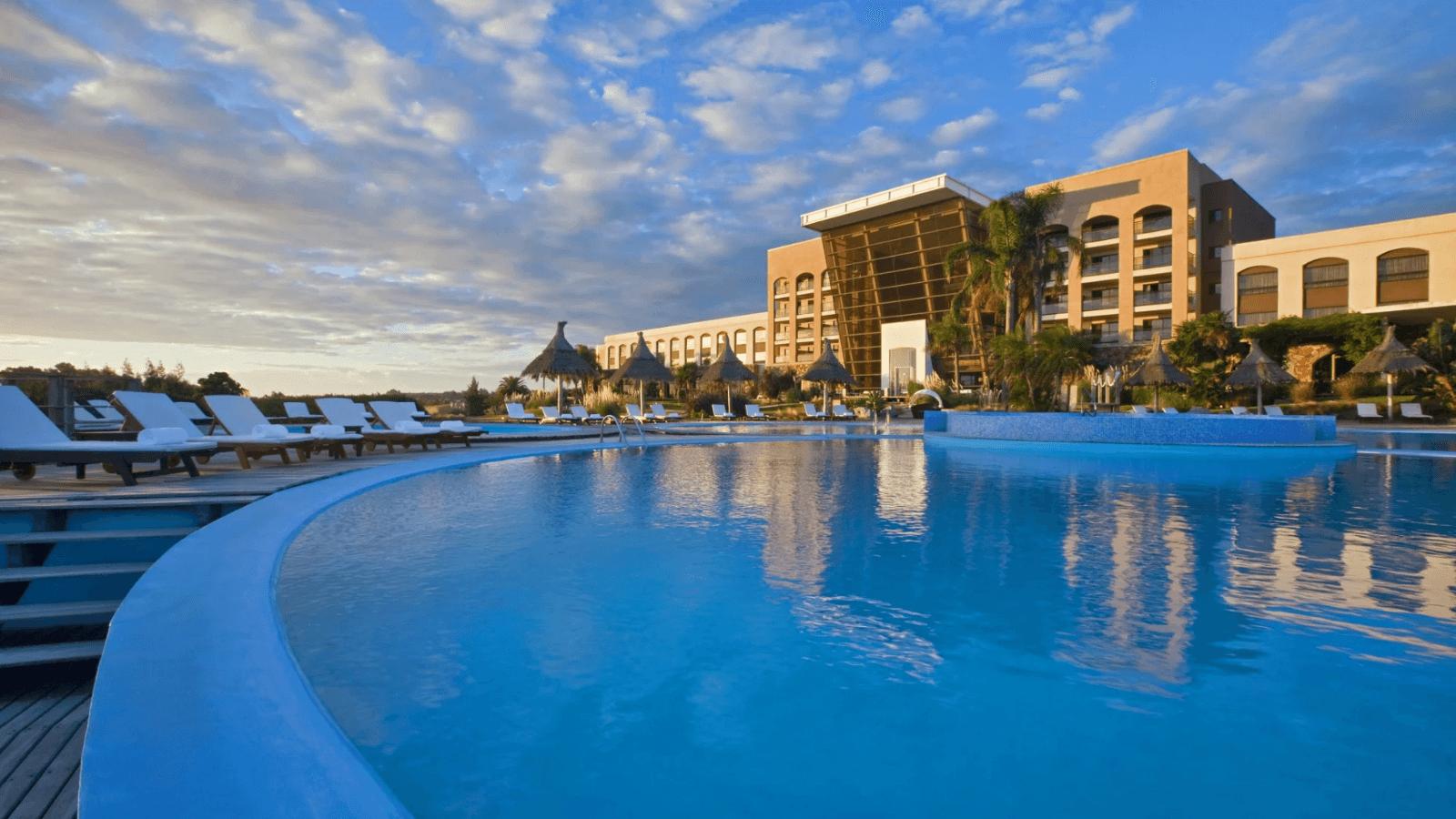 Uruguay anuncia protocolo para hoteles y determina que en las piscinas se deberá mantener una distancia mínima de 5 metros 1