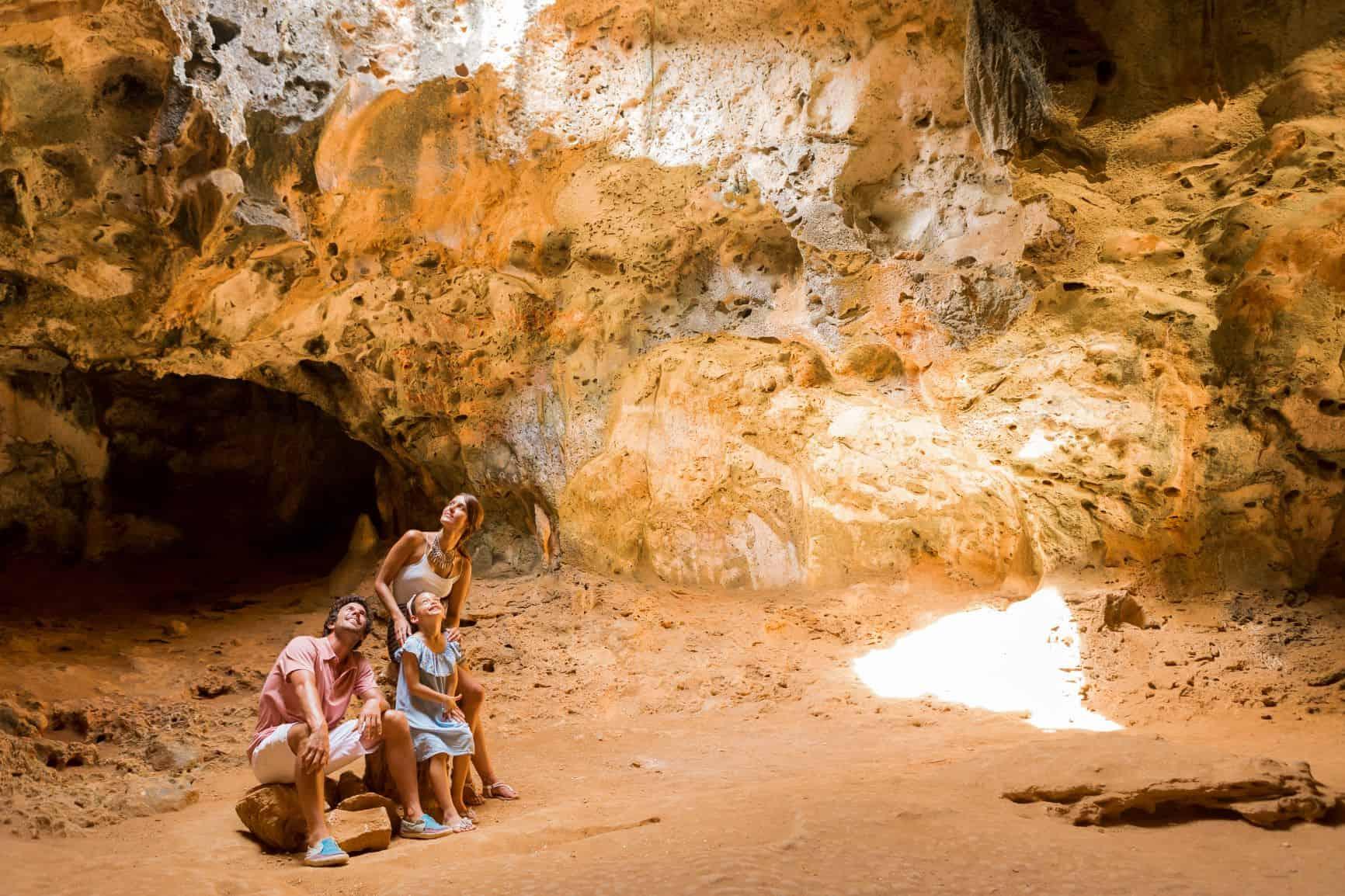 Family in the Guadirikiri Cave (1) _ baja