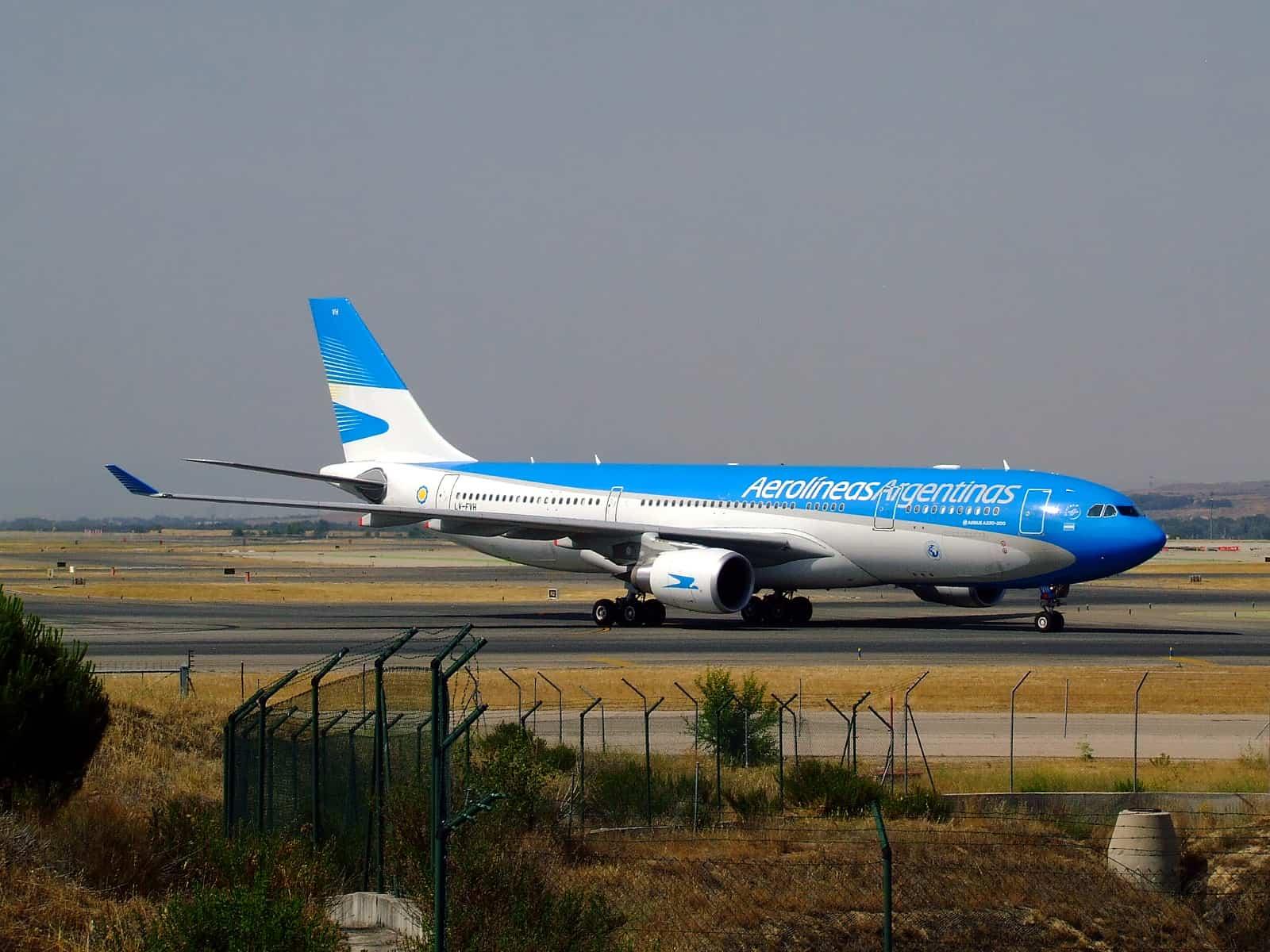Aerolíneas Argentinas anuncia sanciones a pasajeros que intenten evitar controles sanitarios de COVID-19 o manipulen información requerida 1