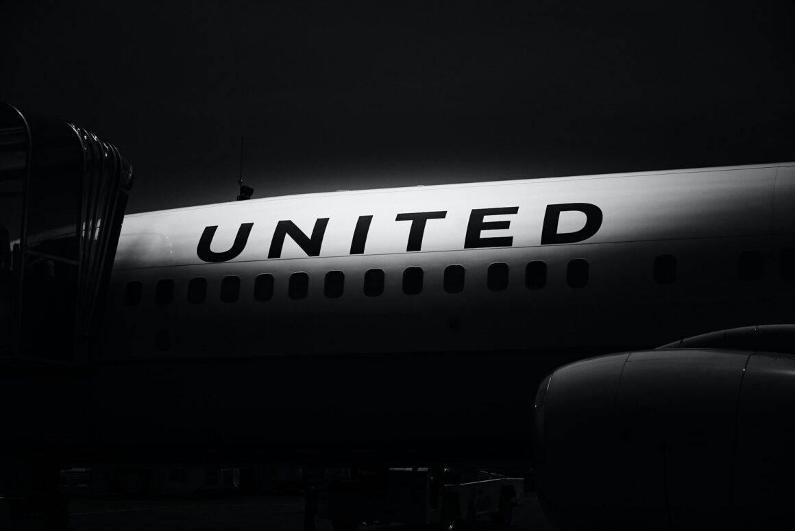 Vacuna o despidos, la advertencia de United Airlines a sus empleados 3